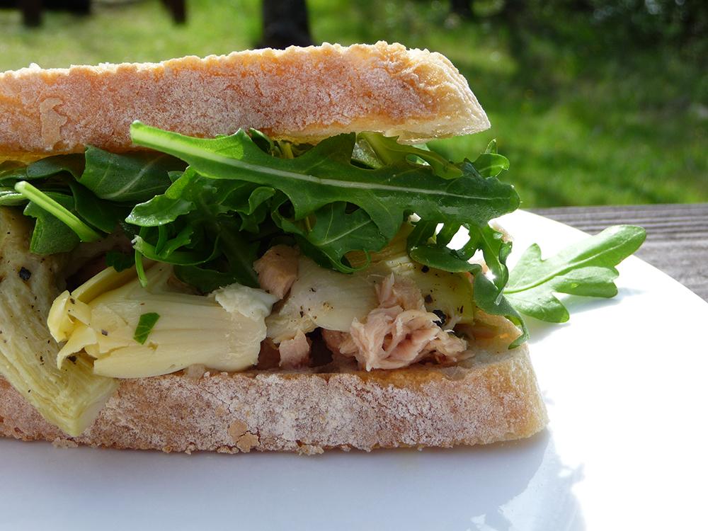 Tuna and artichokes sandwich